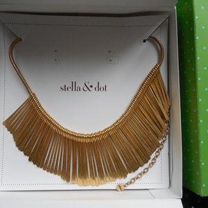 NIB Stella and Dot Essential Fringe Gold Necklace